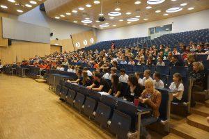 Begrüßung und Kurzvorlesung im großen Hörsaal an der Universität